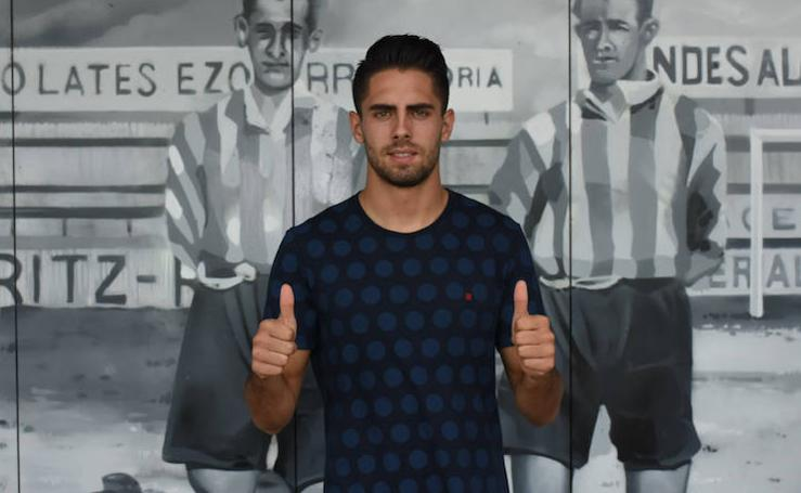 Rubén Sobrino, presetando como jugador albiazul hasta 2021