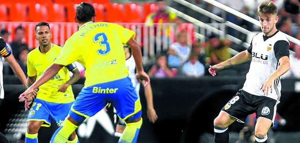 El Alavés negocia la incorporación de Medrán, centrocampista del Valencia