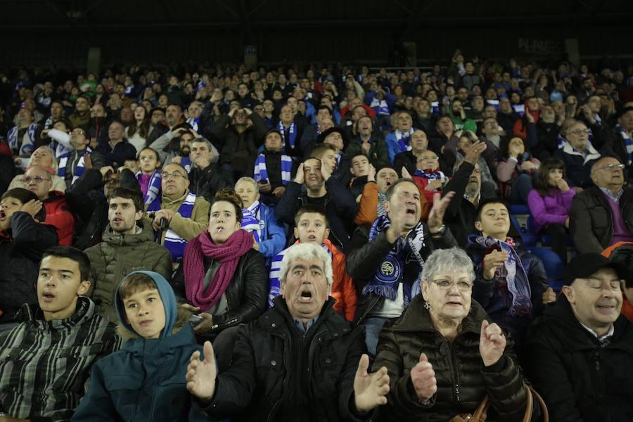 Los aficionados albiazules animan al equipo frente al Espanyol