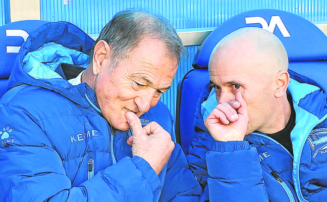 El Alavés sopesa ya la opción de relevar a De Biasi en el banquillo