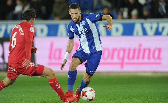Pedraza: «El Villarreal no me ha llamado; estoy centrado en el Alavés»