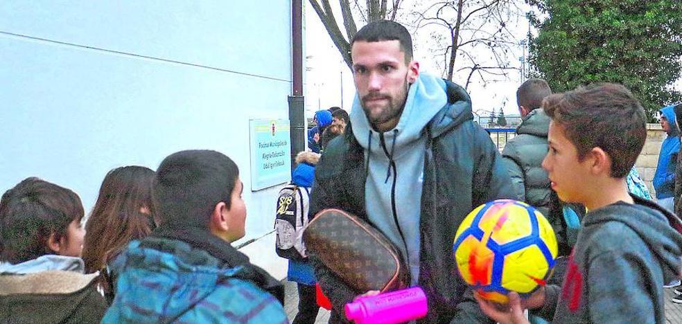 El Alavés espera retener a Pedraza ante el riesgo de que el Villarreal quiera recuperarlo en enero