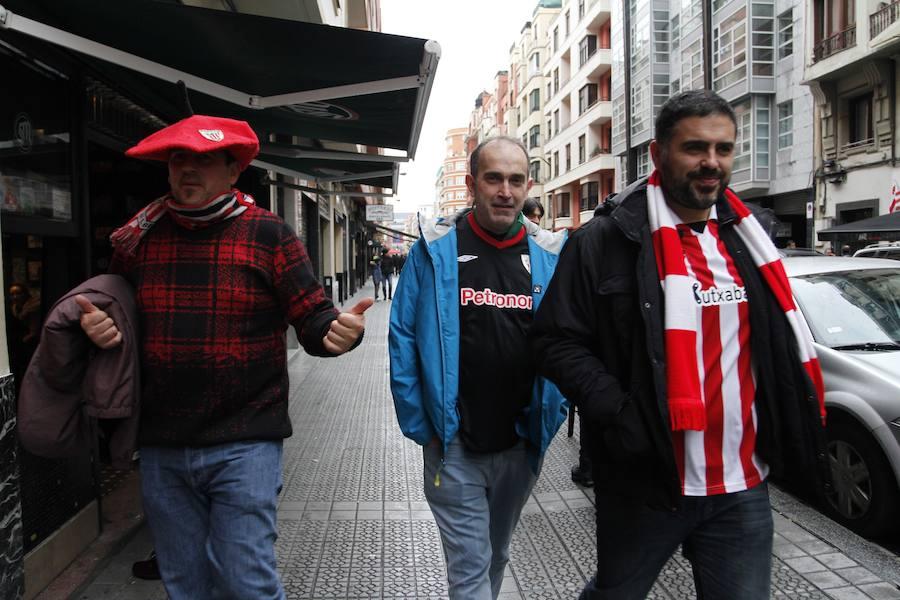 Ambiente horas antes del encuentro entre el Athletic y el Alavés
