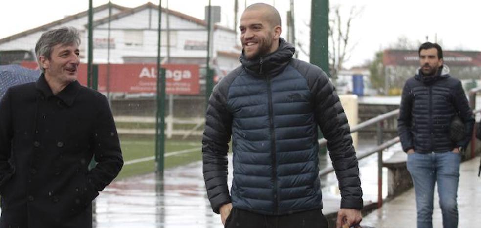 El Alavés entrena en las instalaciones del Athletic en Lezama