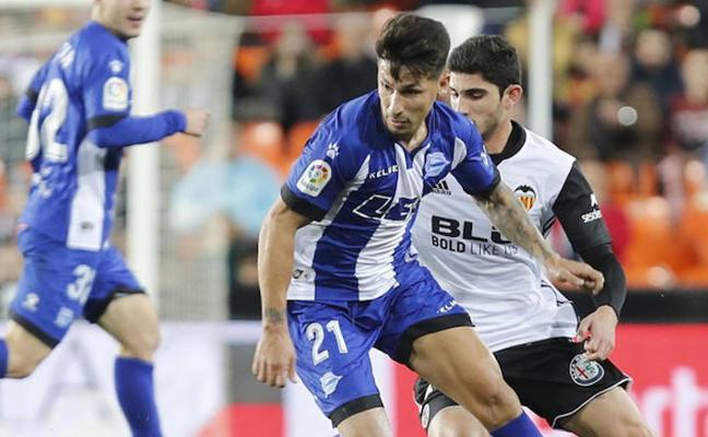 Hernán Pérez vuelve a un once inicial del Alavés donde continúa Sobrino