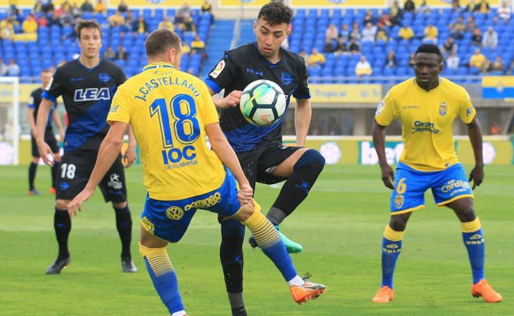 Las mejores fotos del partido entre Las Palmas y el Deportivo Alavés