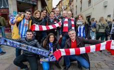 Las aficiones del Alavés y del Athletic disfrutan horas antes del partido