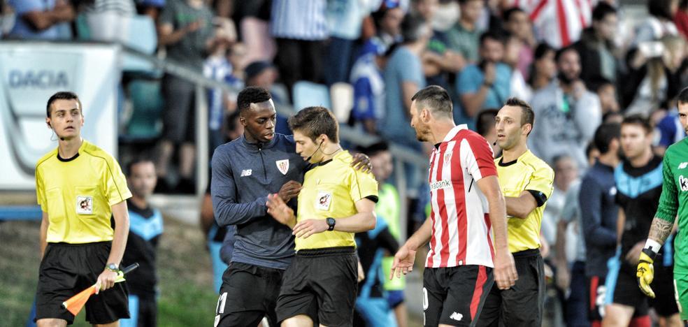 El derbi acaba en esperpento al suspender el árbitro del partido