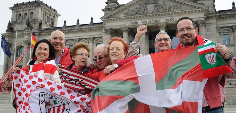 Unos 800 hinchas apoyan al Athletic en Berlín