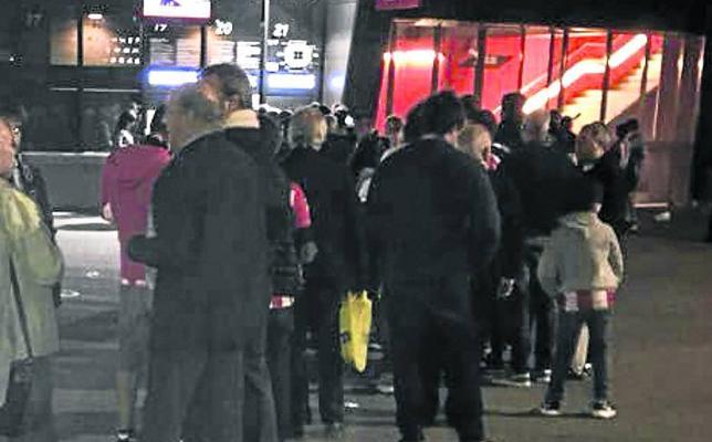 Más de cien socios entraron tarde al partido del Barça por problemas con las entradas
