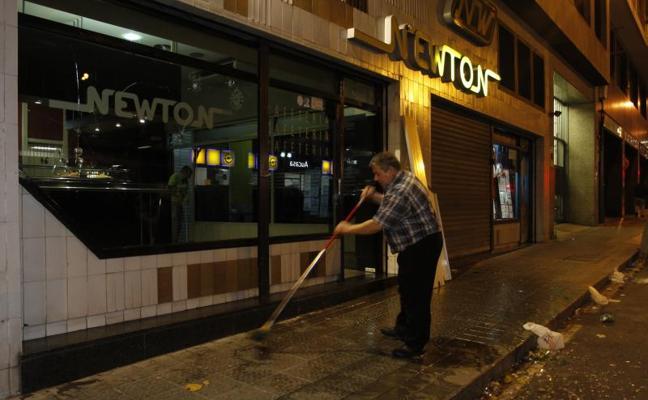 Varios hinchas del Hertha rompen la cristalera de un bar de Bilbao