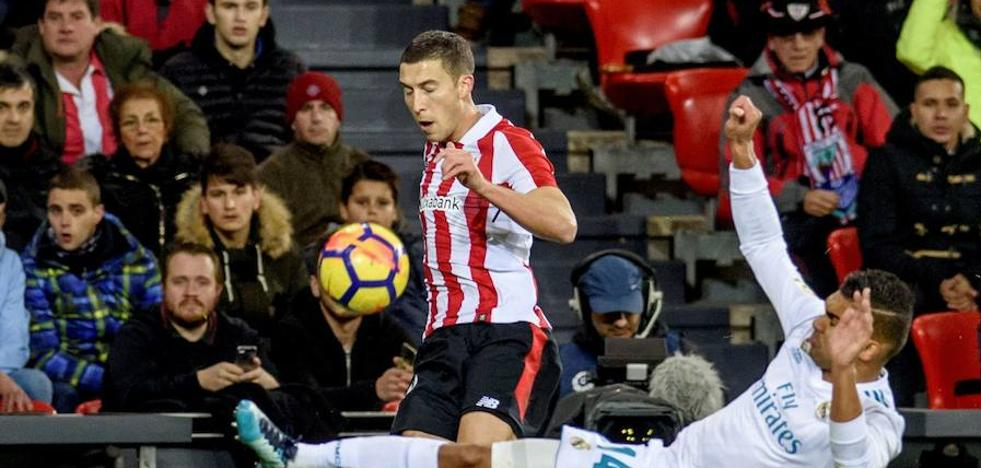 De Marcos y Vesga regresan al once del Athletic en el crucial partido de Levante