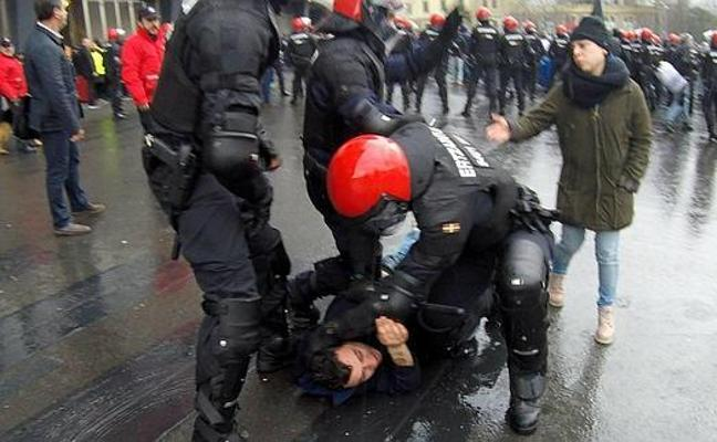 Multas de hasta 3.500 euros a diez aficionados del Athletic por atacar a hinchas del Olympique