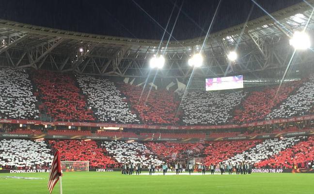 Mosaico en San Mamés para empujar al Athletic a octavos con malestar de Herri Harmaila