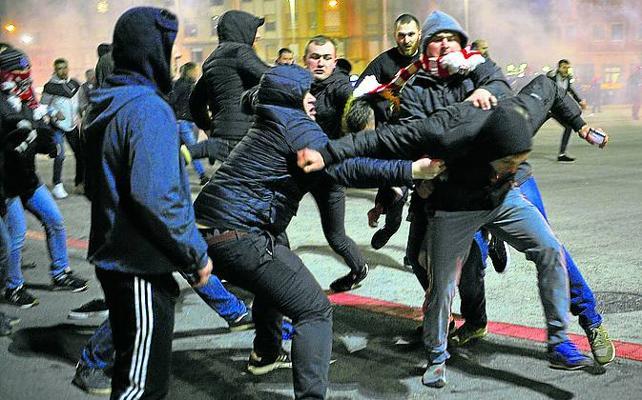 liberar al fútbol de los violentos