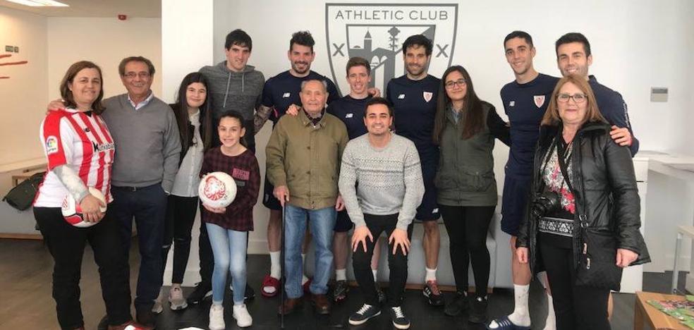 El seguidor del Athletic de Toledo de 90 años visita Lezama