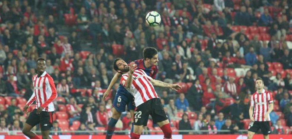 Raúl García denuncia haber sido «amenazado con perderse el próximo partido» por el árbitro