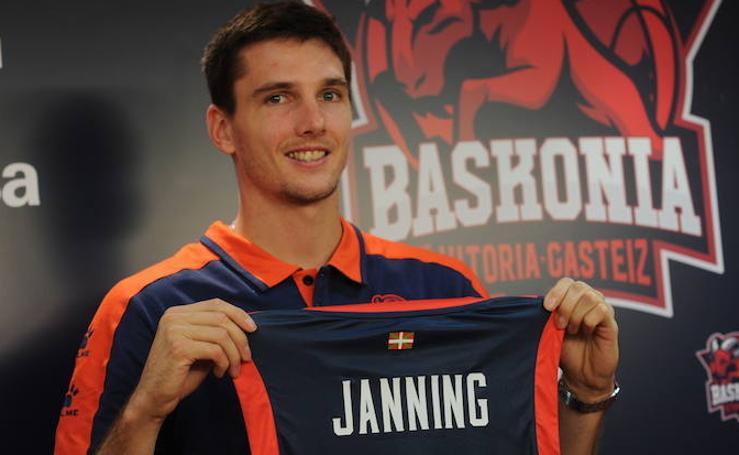 El Baskonia presenta a Matt Janning