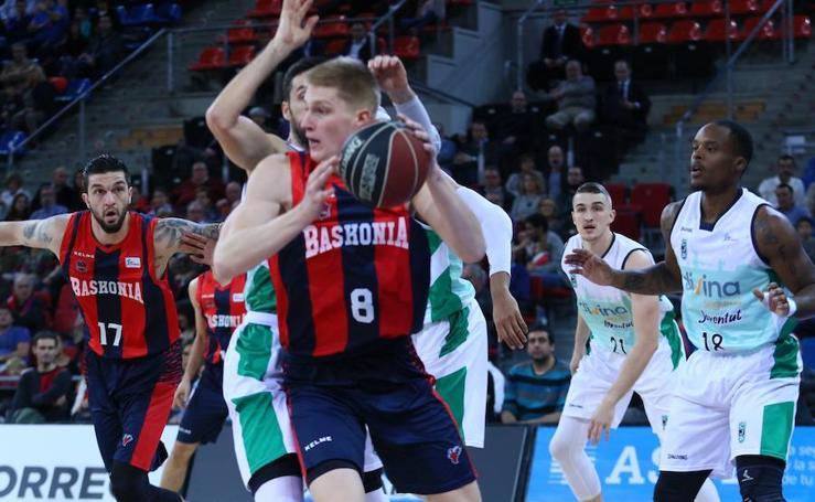 Las fotos del partido entre el Baskonia y el Joventut