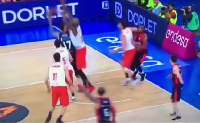 «ACB debería actuar de oficio», apunta Martínez tras el codazo de Mumbrú a Jones