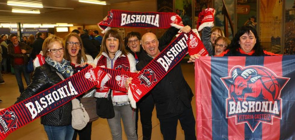 Miles de baskonistas surcan el cielo rumbo a la Copa