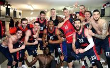 Los baskonistas celebran la clasificación para el Top 8