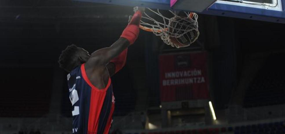 Pedro Martínez felicitó a Illimane Diop por su 'partido perfecto'