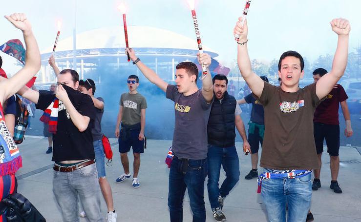 La hinchada baskonista anima a los jugadores antes del trascendental partido ante el Fenerbahce