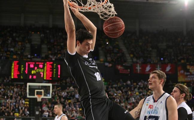 Borja Mendia renueva una temporada con el Bilbao Basket