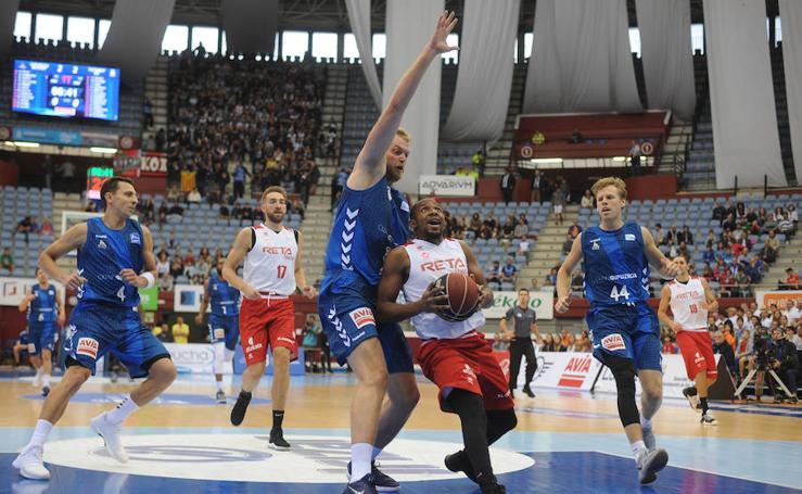 Choque en Illube entre el Gipuzkoa Basket y Bilbao Basket