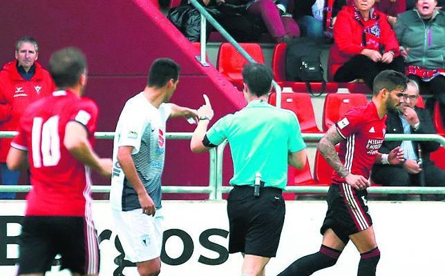 Israel Puerto no jugará en Mieres al acumular 5 tarjetas