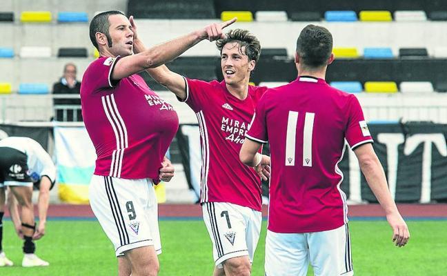 El Mirandés rompe la barrera de los dos goles y es más líder