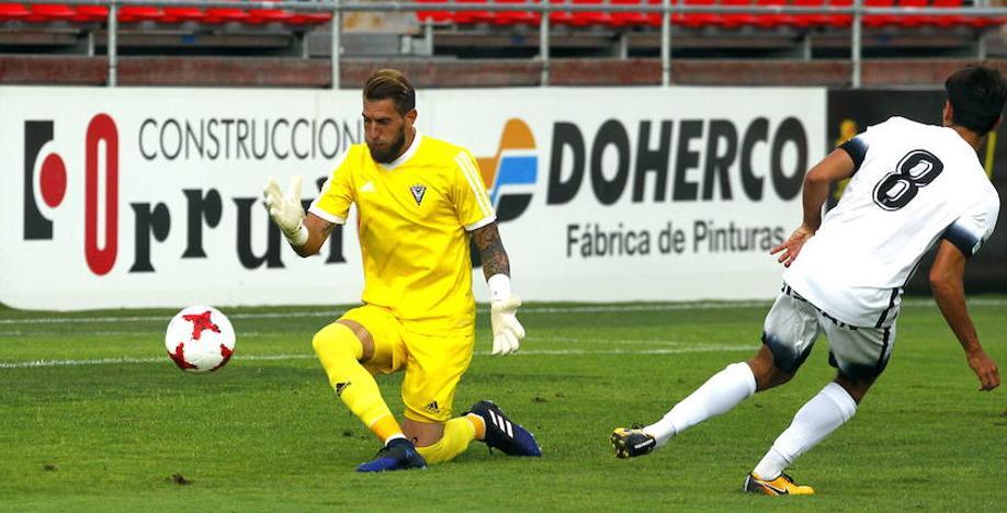 El club renueva por otra temporada al portero Limones, a Romero y Cervero