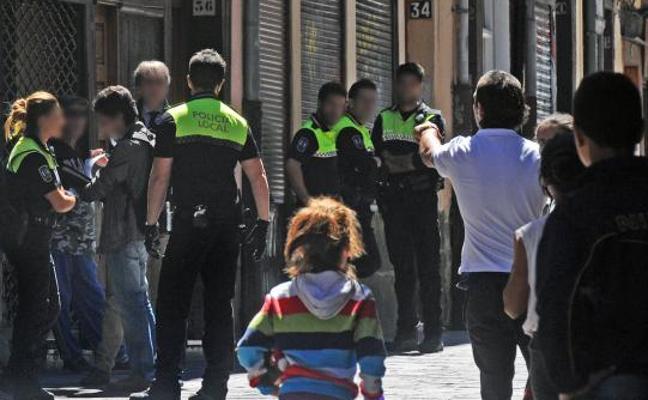 El gobierno local descarta cámaras en la calle Santo Domingo para controlar a los 'bartolos'