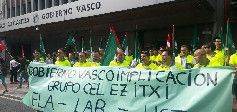 Los trabajadores de CEL protestan frente al Gobierno vasco
