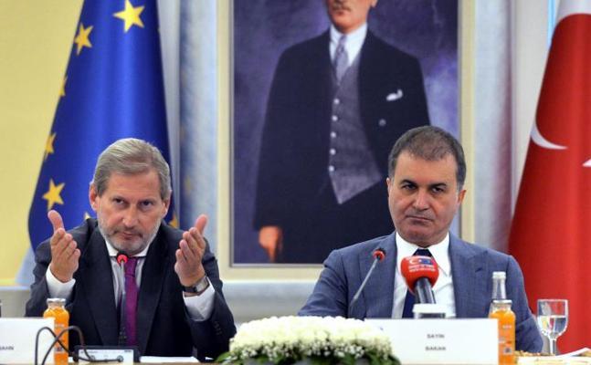 El Parlamento Europeo pide suspender la negociación con Turquía