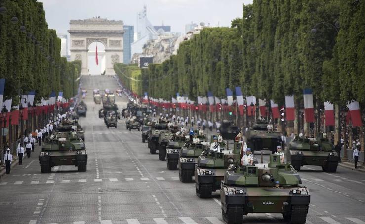 Francia exhibe 'grandeur' en su fiesta nacional