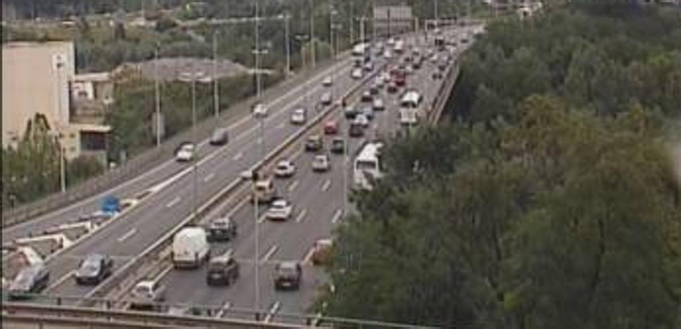 Una serie de accidentes provocan más de dos horas de retenciones en las carreteras vizcaínas