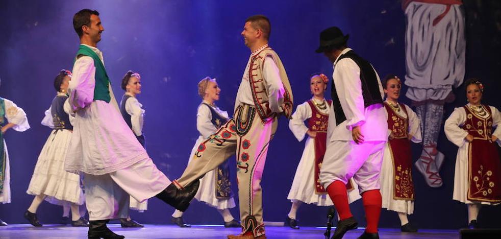 Polonia, Mexiko, India, Errusia eta Ekuadorreko taldeak, Portugaleteko Folklore Jaialdian