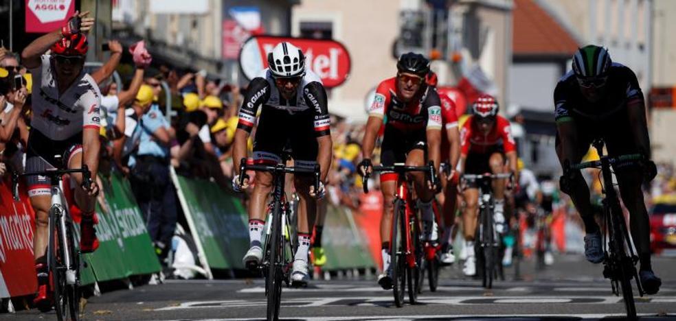 Landa esquiva el viento que barre a Contador