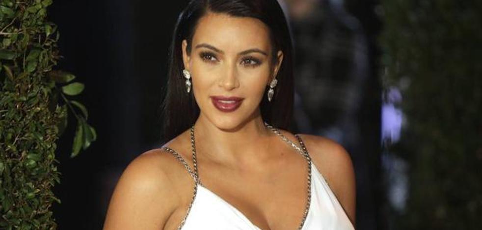 Kim Kardashian no deja nada a la imaginación con su vestido transparente