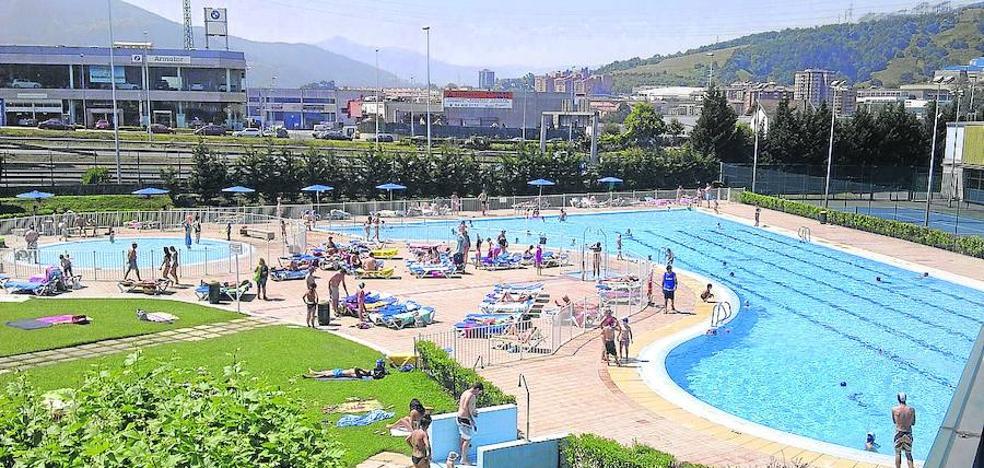 Prohíben el baño en las piscinas de Basauri por la presencia de heces