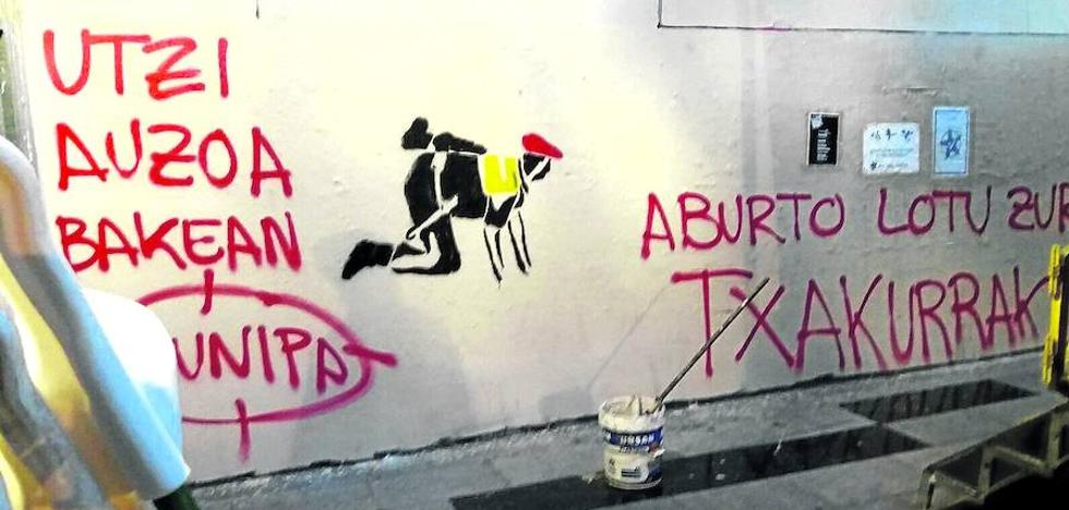 Aburto apoya a la Policía Local tras la aparición de «pintadas amenazantes»