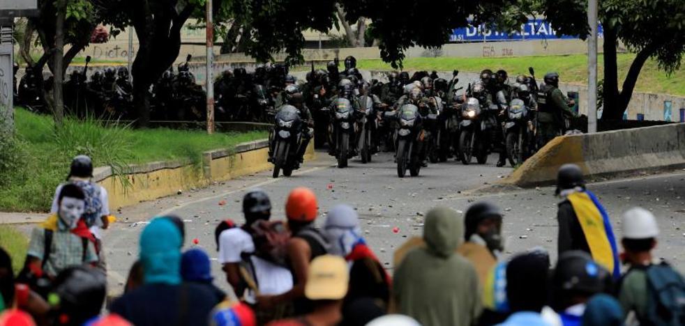 Una marcha opositora en Caracas desemboca en disturbios con los cuerpos de seguridad