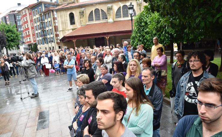 Centenares de vecinos de Santurtzi salen a la calle para apoyar a la última víctima de una agresión sexual en Bizkaia