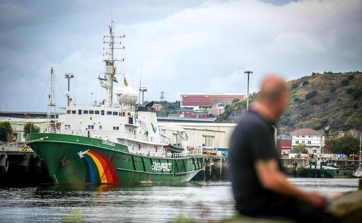 Greenpeace echa amarras en Bilbao