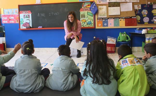 Educación dedica 55 millones a becas para estudiantes del próximo curso