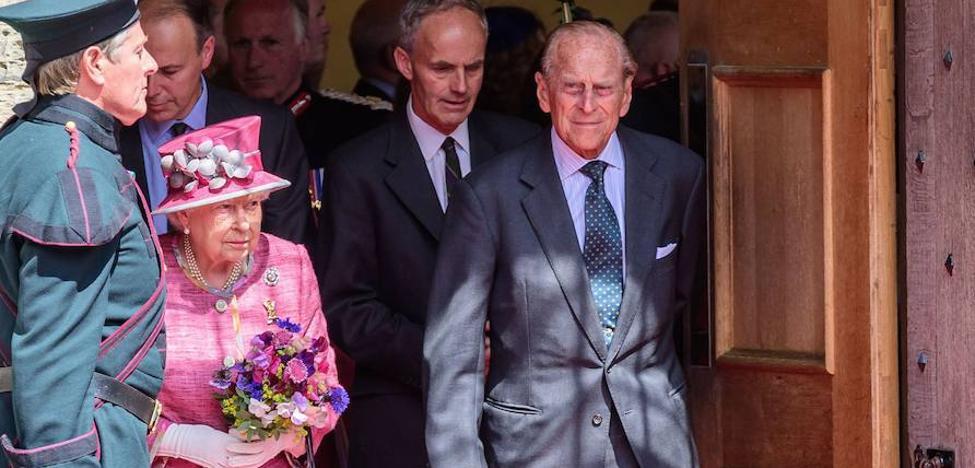 Isabel II se queda sin consorte