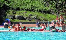 La afluencia a la piscina va camino de establecer récords este verano