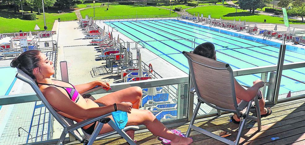 Vitoria vuelve a primar la oferta más barata para contratar los servicios de las piscinas